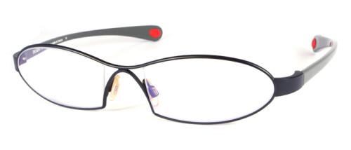 エレガントなラインの黒色のメガネ