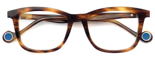 べっ甲柄のメガネ