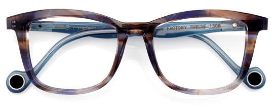 ブルーグレーのメガネ
