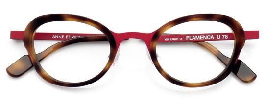 赤とべっ甲柄のメガネ