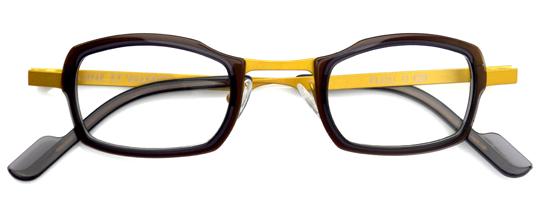 黄色とブラウンのメガネ