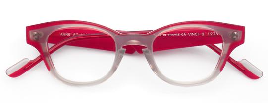 赤と乳白色のウェリントンメガネ