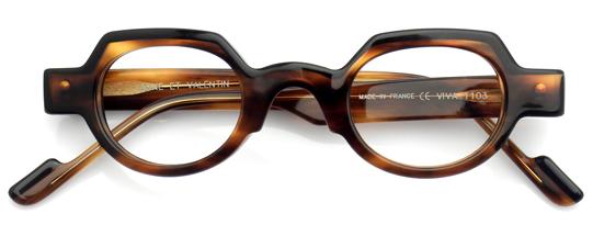 黒とべっ甲柄のボストンメガネ