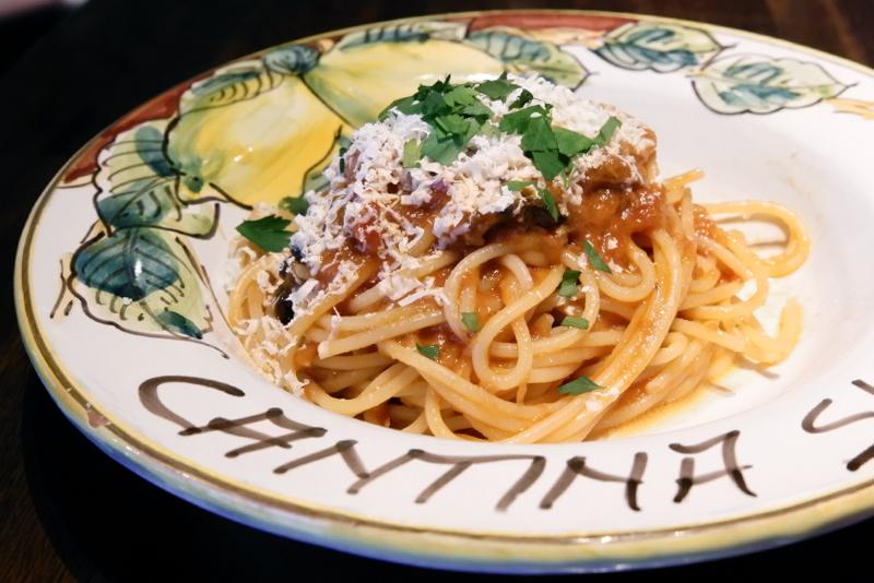 シチリア伝統!ナス、トマトソース、リコッタチーズのスパゲッティ