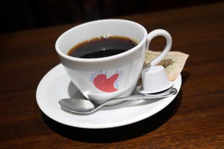 ハートが描かれたコーヒーカップ