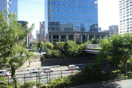 首都高速、松竹スクエアのある風景