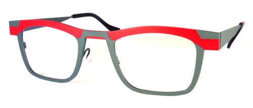 赤とライトグレーのチタン素材のメガネ