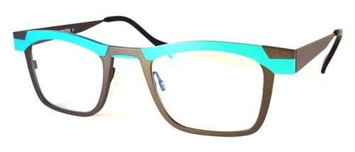 ブルーとブラウンのチタン素材のメガネ