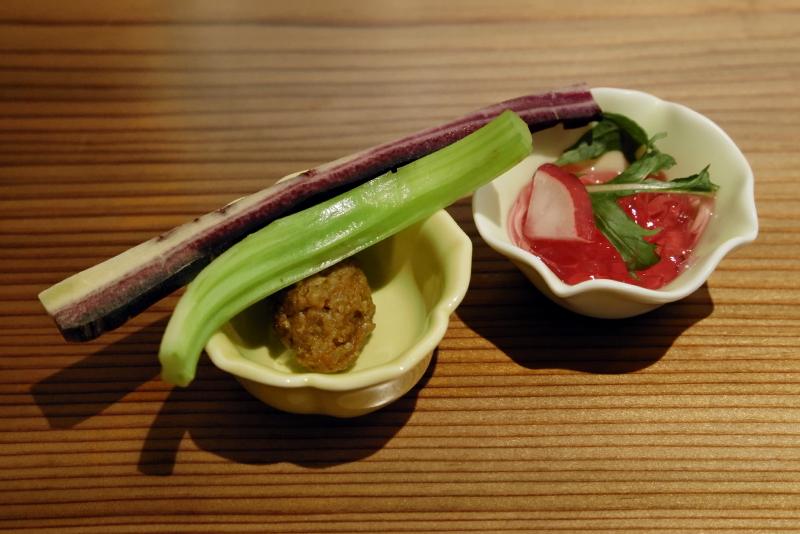 ビーツ寒天、スティック野菜と手作り味噌