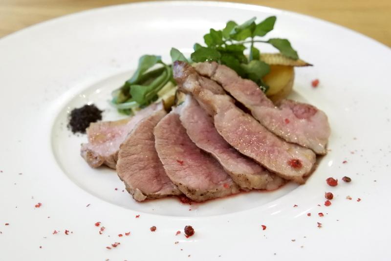 茨城県産瑞穂のいも豚 肩ロース肉の藁焼き 和歌山炭塩で