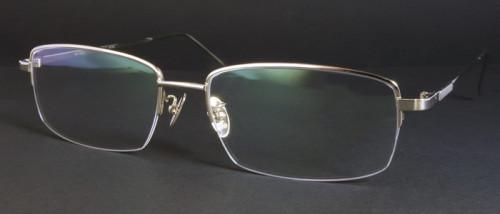 18金ホワイトゴールドのメガネ画像
