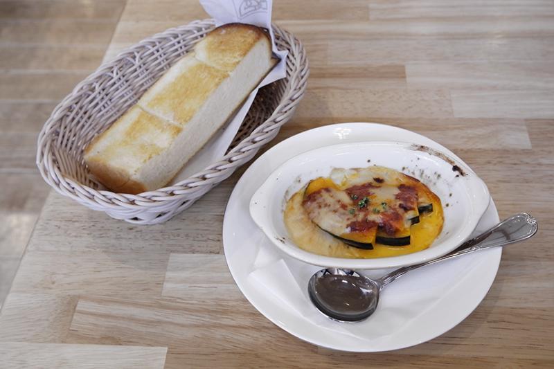 トースト、カボチャのグラタン