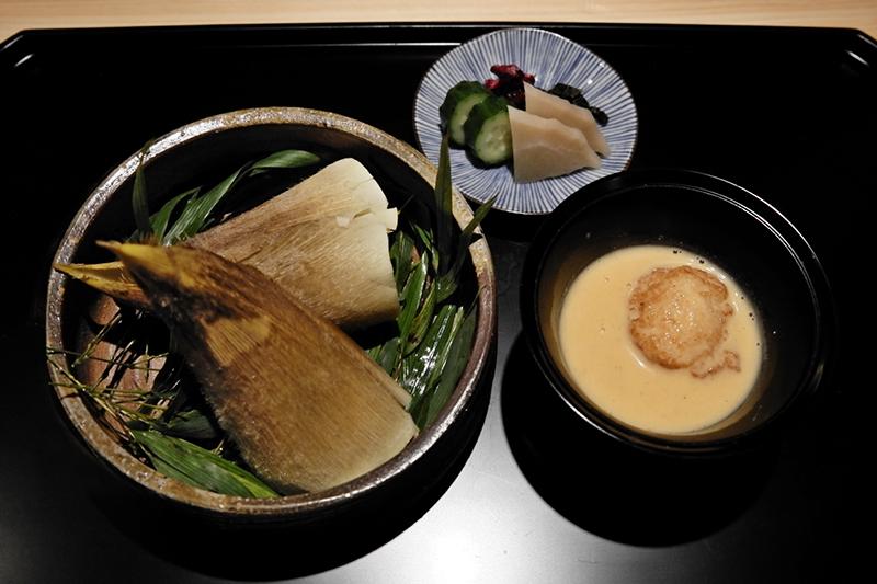 タケノコのおこわ、桜エビのすり流し 自然薯とシマエビの真薯