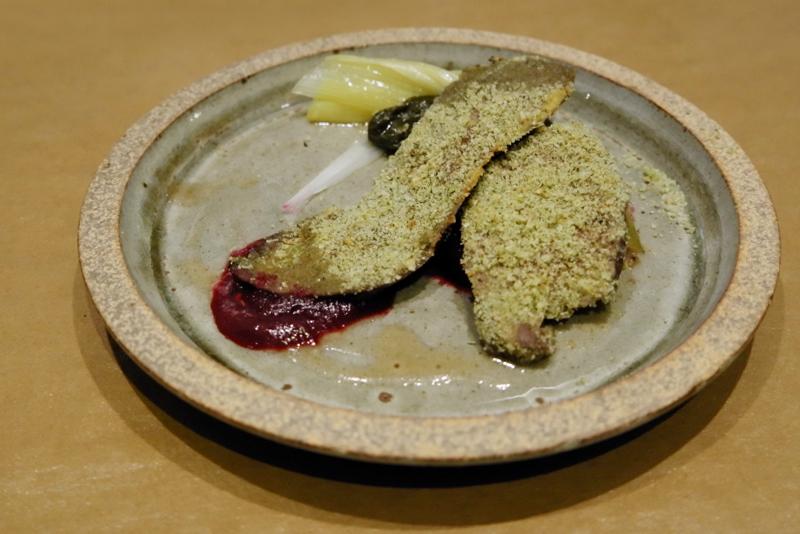 近江牛ハツのコンフィ、ビーツとネギのサラダ、蜂蜜風味のドレッシング