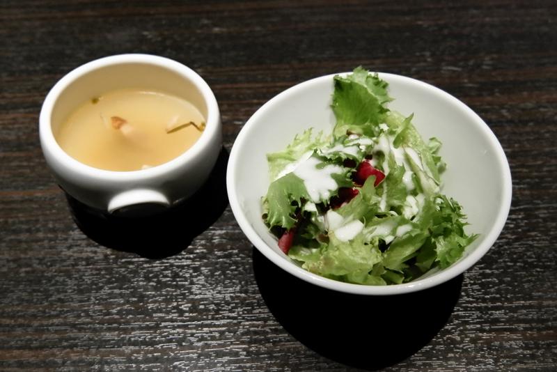 サラダ、コンソメスープ