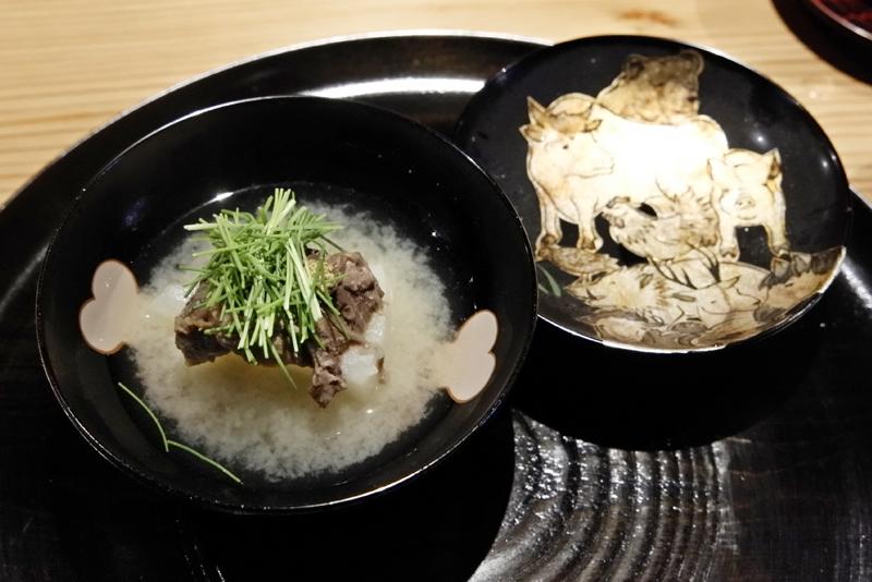牛タン、聖護院大根の白味噌椀