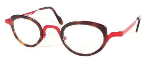 フレームカラー金属部分は赤、レンズの回りのプラスチック部分はべっ甲柄