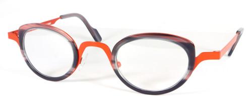 フレームカラー金属部分はオレンジ、レンズの回りのプラスチック部分はグレー柄