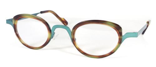 フレームカラー金属部分はグリーン、レンズの回りのプラスチック部分は薄いべっ甲柄