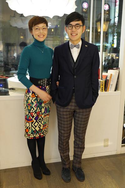 フロイデンハウスとアンバレンタインのメガネを掛けたカップルの写真