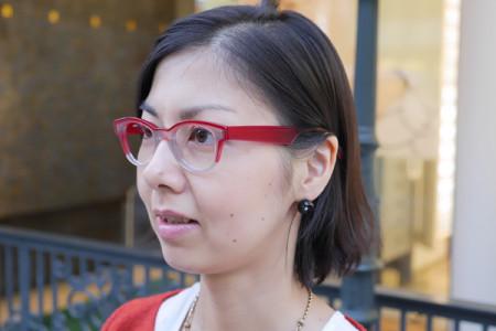 アンバレンタインのメガネを掛けた女性