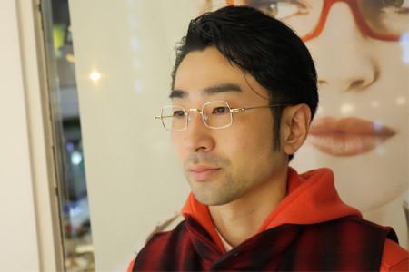 アンバレンタインのメガネを掛けた男性