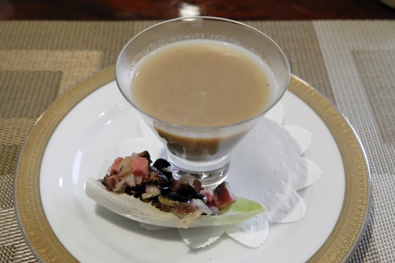 ジャンボ椎茸のスープ、ローストビーフサラダ