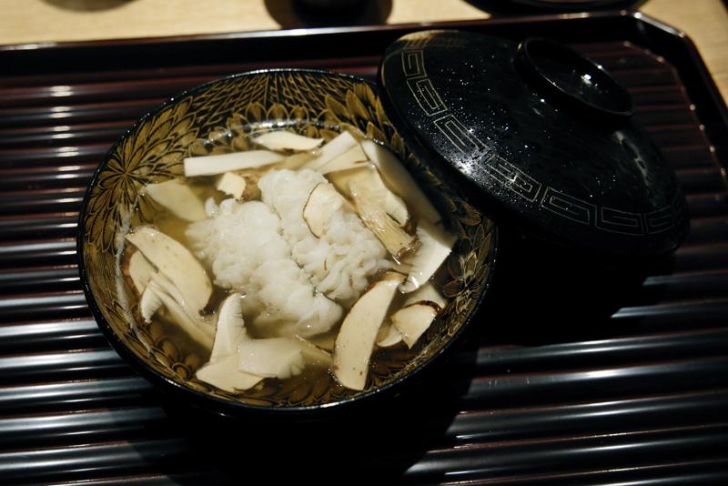 ハモと松茸の椀