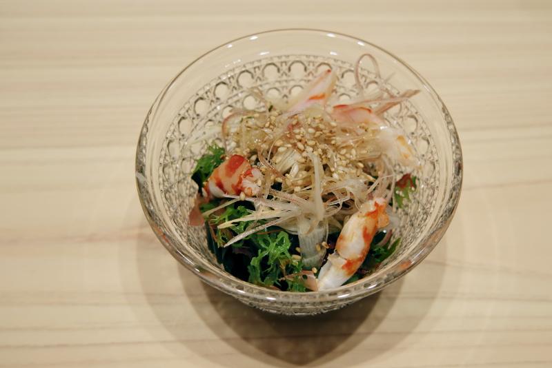 クルマエビ、海藻、ミョウガの酢の物