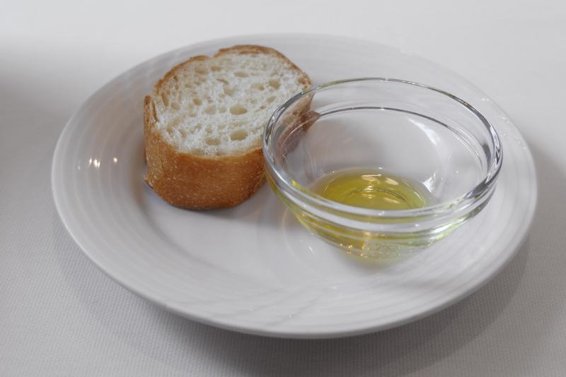 パン、オリーブオイル