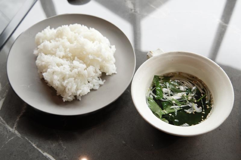 山形県産つや姫のライス、牛骨スープ