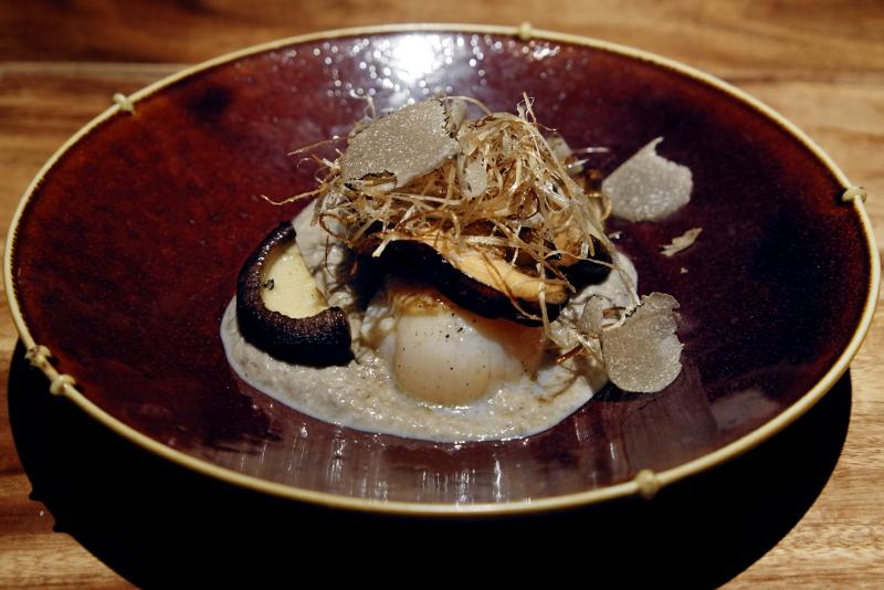 帆立、椎茸、マッシュルームソース、サマートリュフ掛け