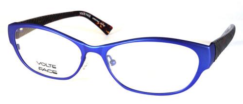 フロント素材はチタン、色はブルーのメガネ