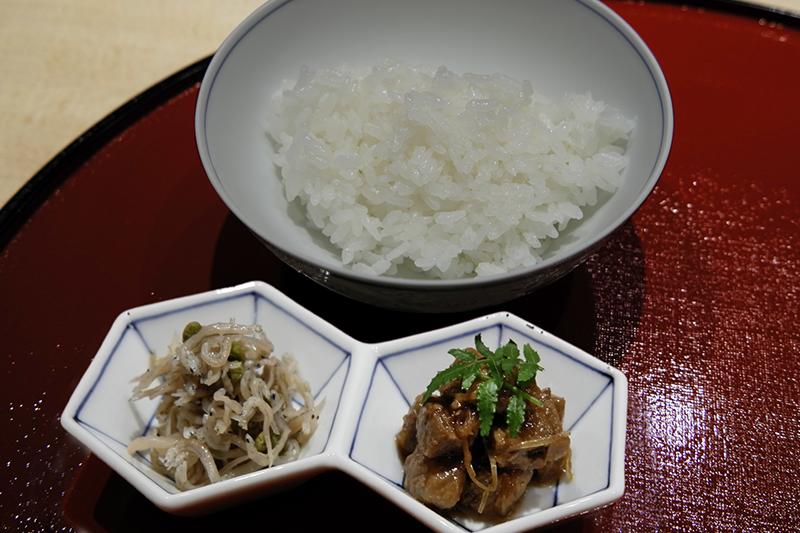 白飯、ちりめん山椒、マグロの大和煮